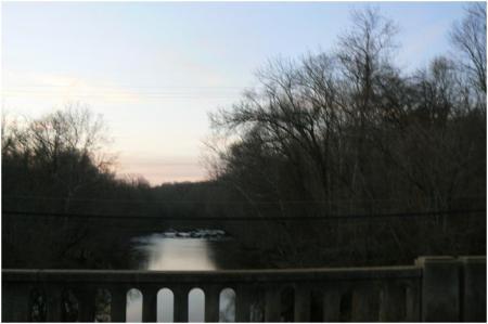 Naomi Falls, gesehen von der Naomi Bridge am Deep River