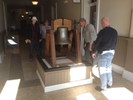 Bell being replaced in 1909 Courthouse