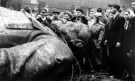 stalin_budapest_1956_3